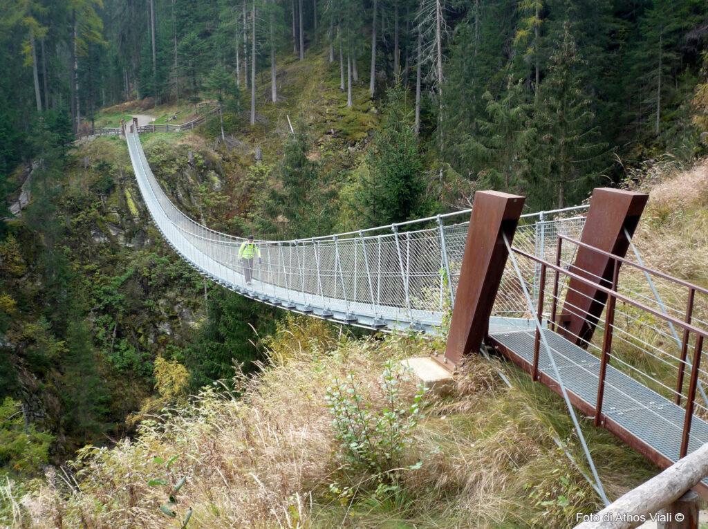 Ponte tibetano su rio Ragaiolo